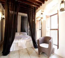 A boutique hotel in dubai xva art hotel dubai confidential for Small intimate hotels