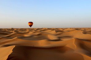 FLY ABOVE THE DESERT TO WATCH THE SUNRISE