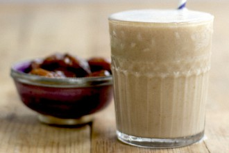 Smoothie with date and tahini