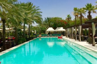deseet palm swimming pool